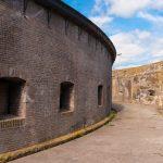 De buitenste ring van het fort op Pampus.