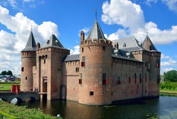 Naar Muiderslot met de boot vanuit Amsterdam of Almere, dat kan dagelijks