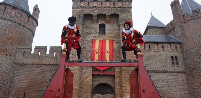 Pieten op het Muiderslot Pakjesboot Sailboa Navigo Amsterdam
