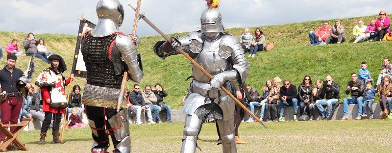 Pinksteren met riddervechten op het Muiderslot, vaar mee met Veerdienst Amsterdam of Almere
