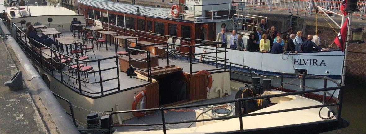 Schepen Sailboa en Elvira naast elkaar Veerdienst Amsterdam Navigo
